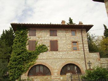 Ronchi.Villa di Pregio Fronte Mare. Superficie del giardino mq. 4200 c.a. Superficie immobile principale mq. 1700, Dependance mq.100.
