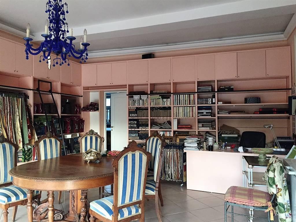 Capannone in vendita a Montefiascone, 4 locali, zona Località: CAPOBIANCO, prezzo € 190.000 | CambioCasa.it