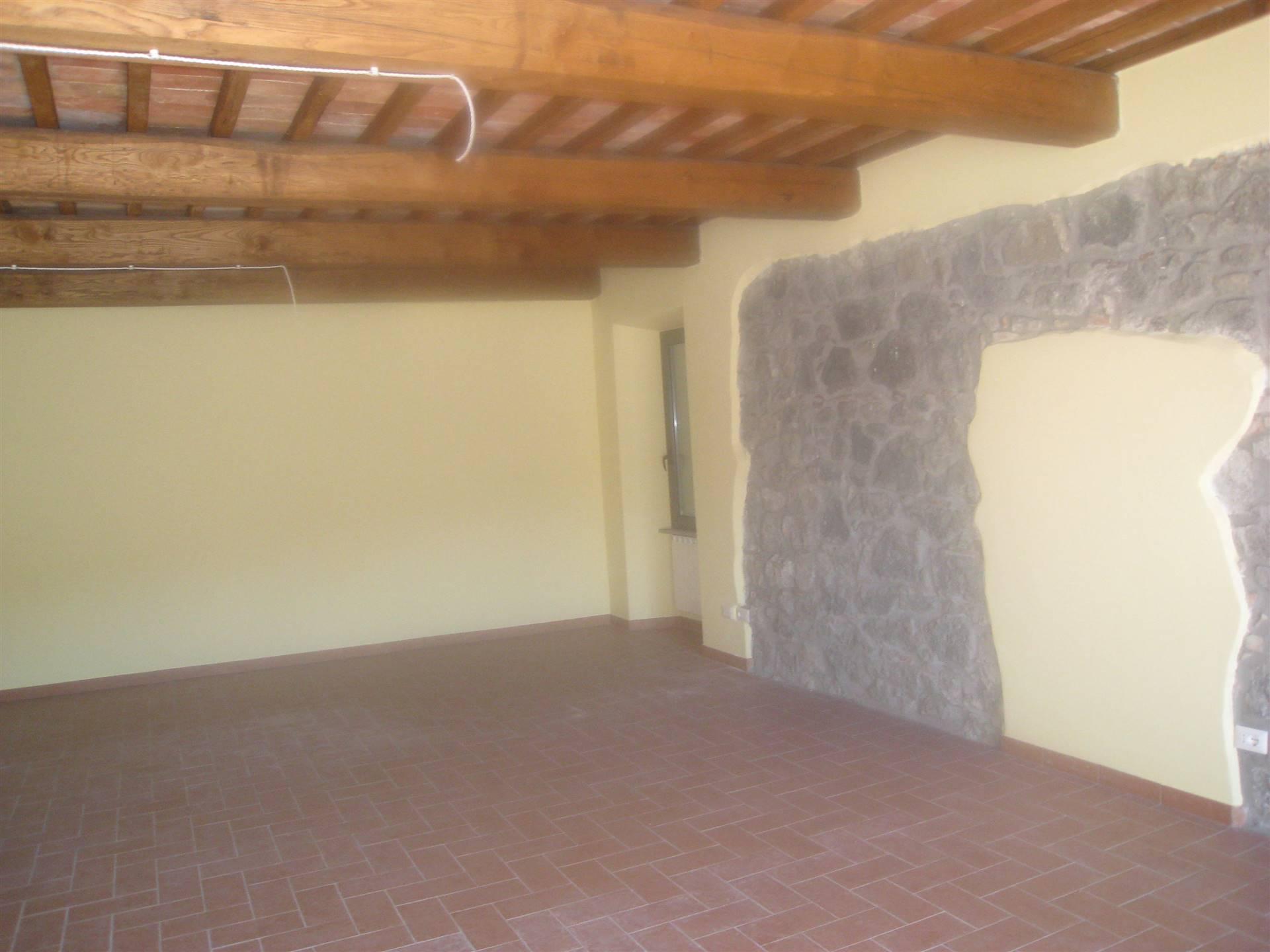 Ufficio / Studio in affitto a Montefiascone, 70 locali, prezzo € 370 | CambioCasa.it