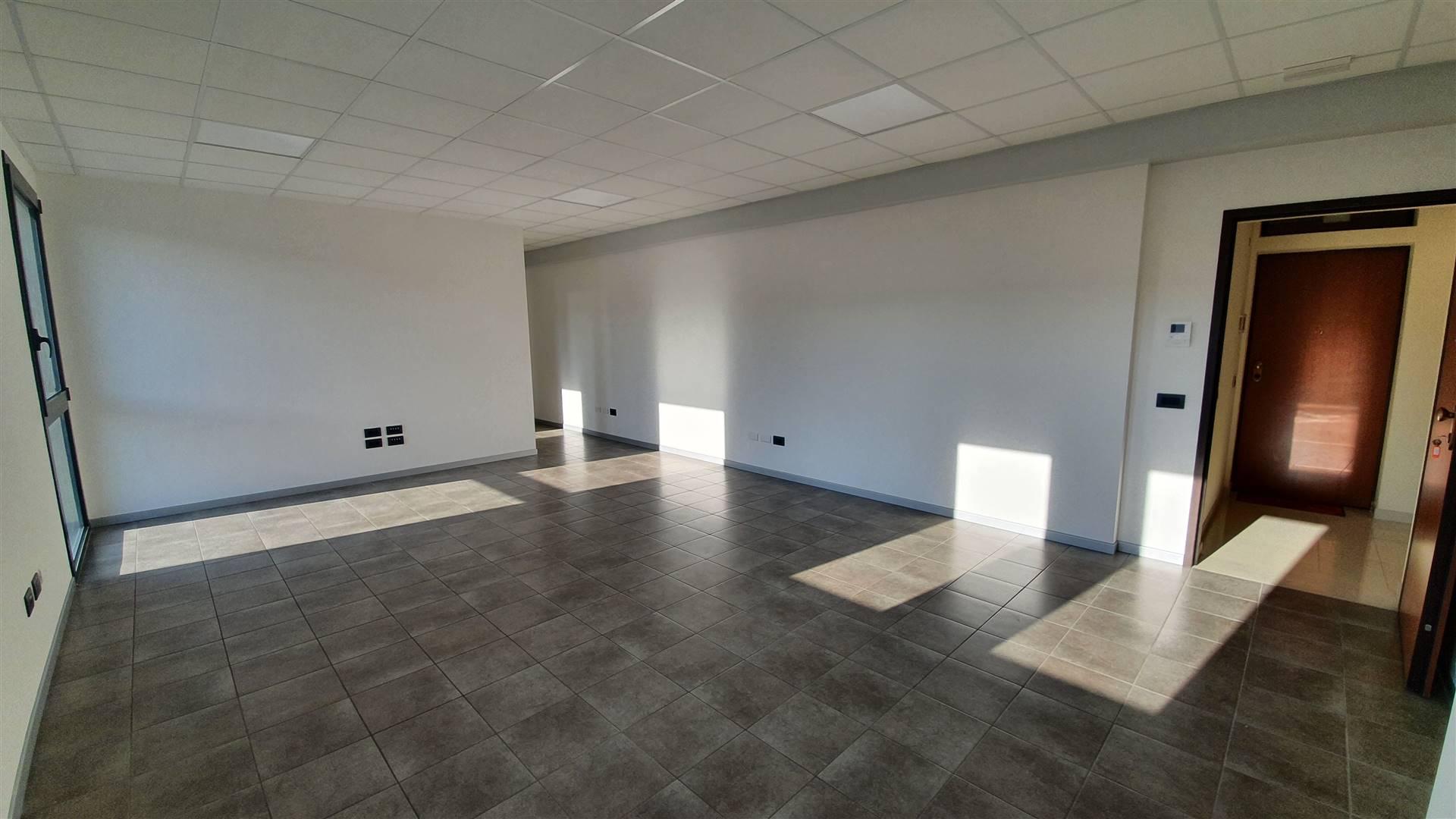 Ufficio / Studio in affitto a Este, 1 locali, prezzo € 1.300   CambioCasa.it