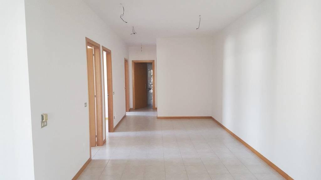 Ufficio / Studio in affitto a Este, 6 locali, prezzo € 680   CambioCasa.it