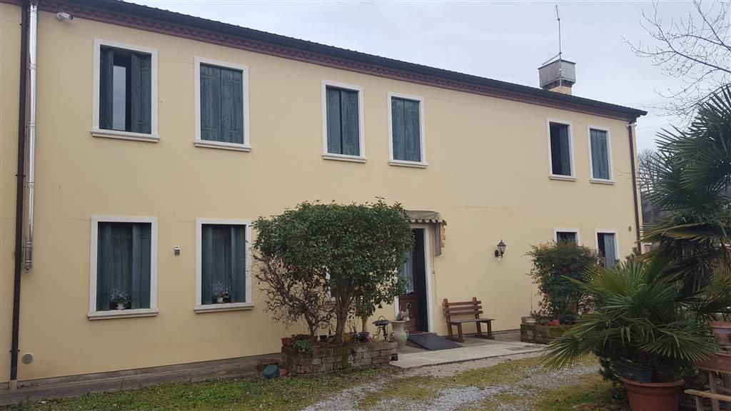 Rustico / Casale in vendita a Vo, 15 locali, zona Zona: Boccon, Trattative riservate | CambioCasa.it