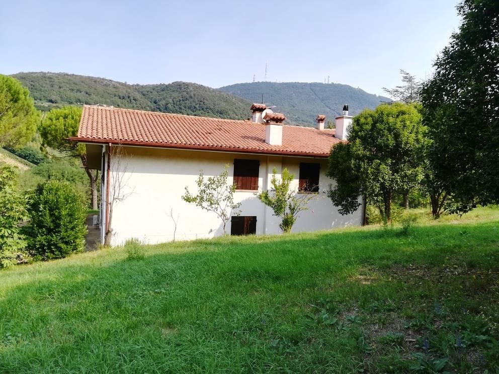 Rustico / Casale in vendita a Cinto Euganeo, 11 locali, zona Località: FAEDO, prezzo € 360.000 | CambioCasa.it