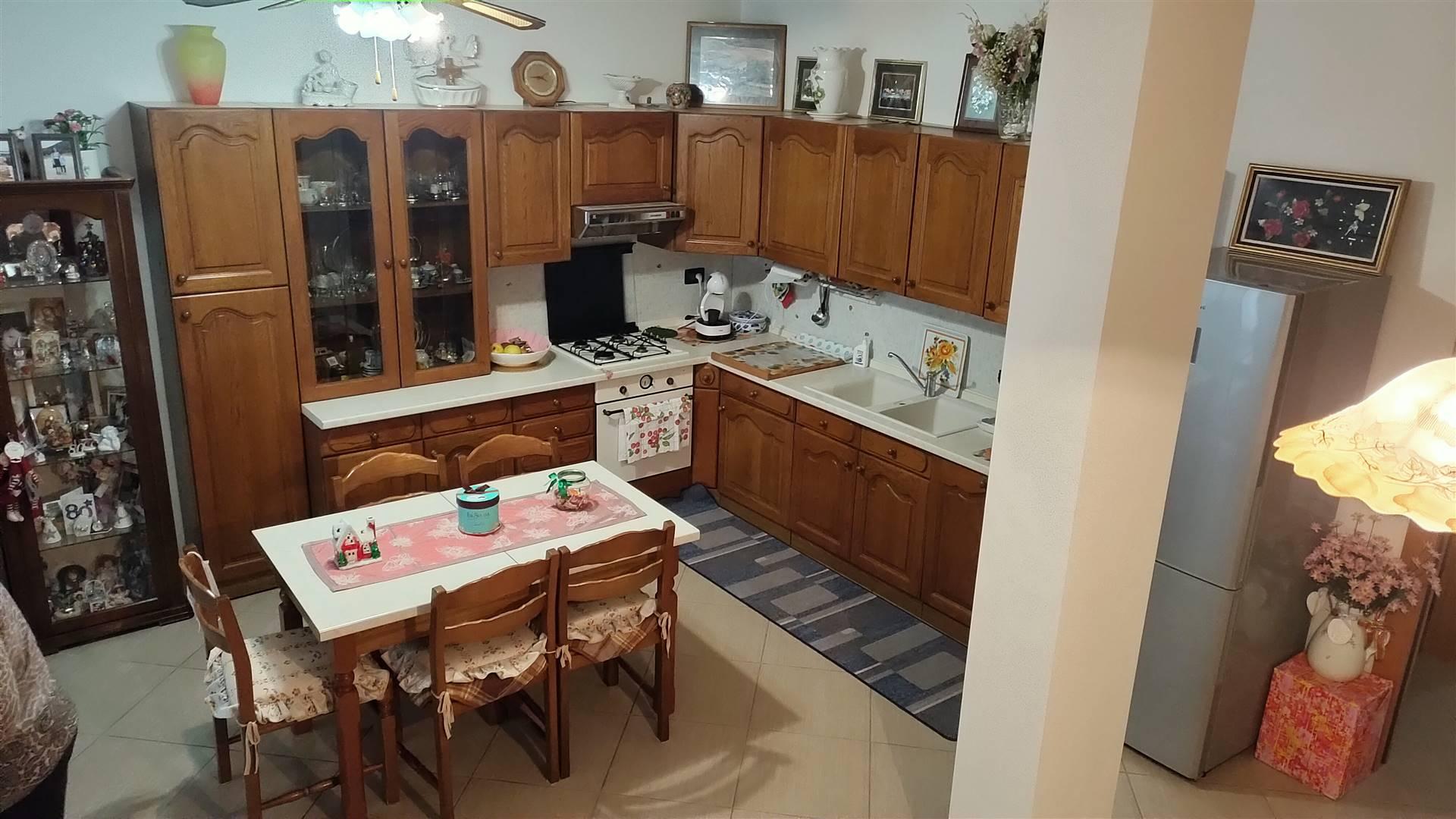 Appartamento in vendita a Arquà Petrarca, 4 locali, prezzo € 160.000 | CambioCasa.it