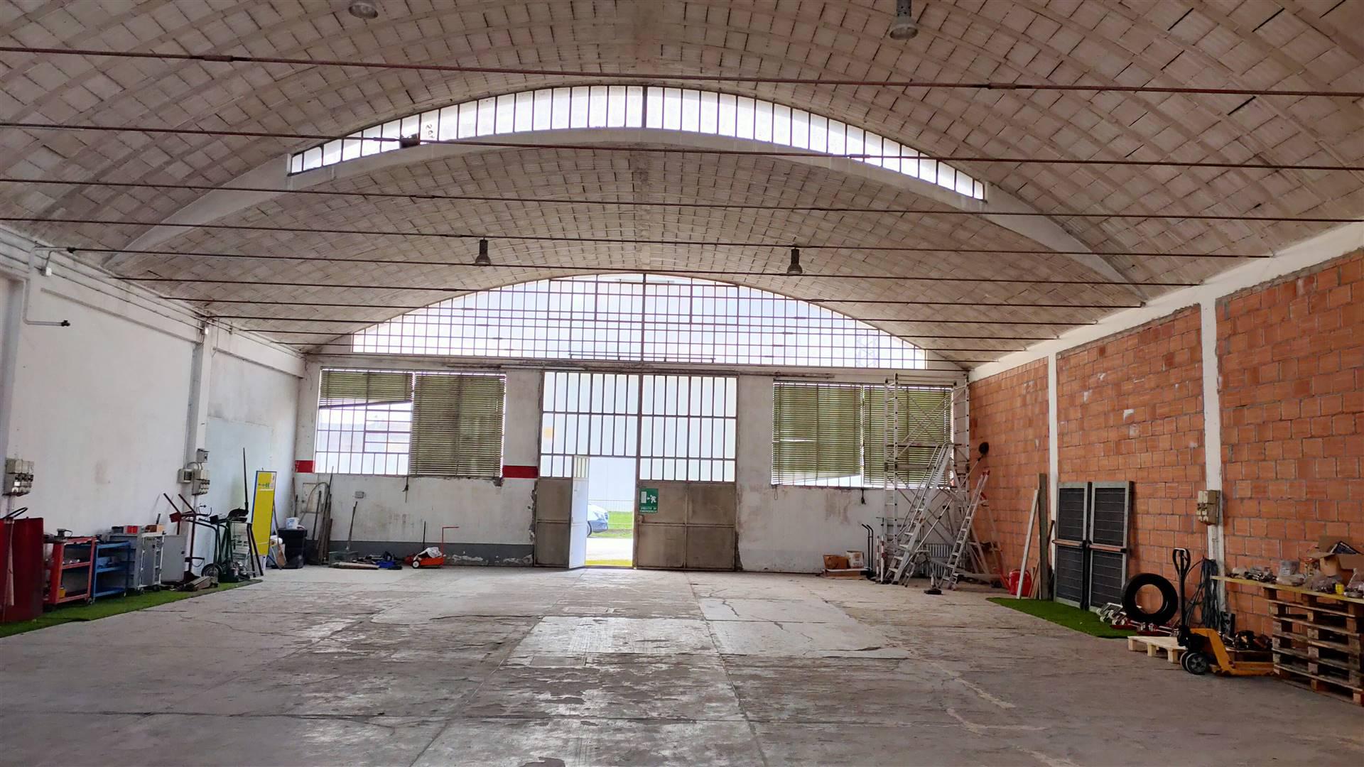 Immobile Commerciale in vendita a Este, 10 locali, prezzo € 310.000 | CambioCasa.it