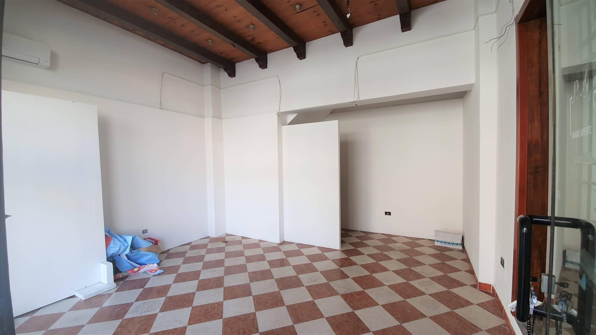 Negozio / Locale in affitto a Este, 1 locali, prezzo € 450 | CambioCasa.it