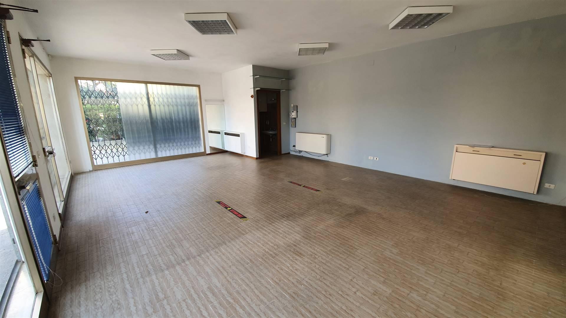 Ufficio / Studio in affitto a Este, 1 locali, prezzo € 500 | CambioCasa.it