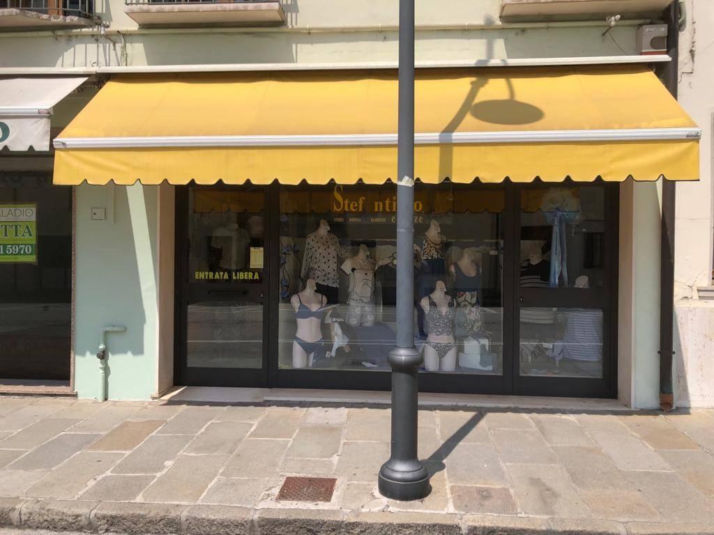 Negozio / Locale in affitto a Montagnana, 1 locali, prezzo € 500   CambioCasa.it