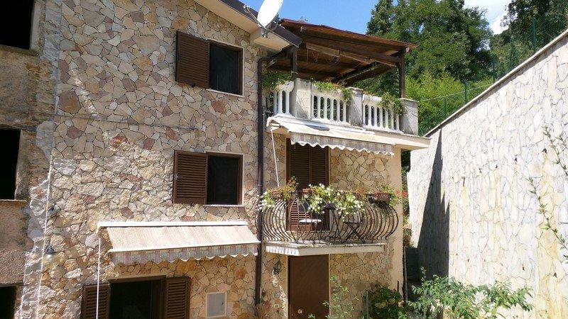 Case strettoia pietrasanta in vendita e in affitto - Acquisto prima casa al rustico ...