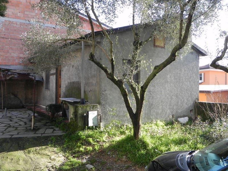 Villino, Camaiore, da ristrutturare