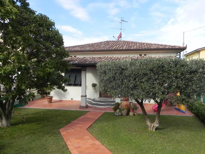 Villa, Quiesa, Massarosa, ristrutturata