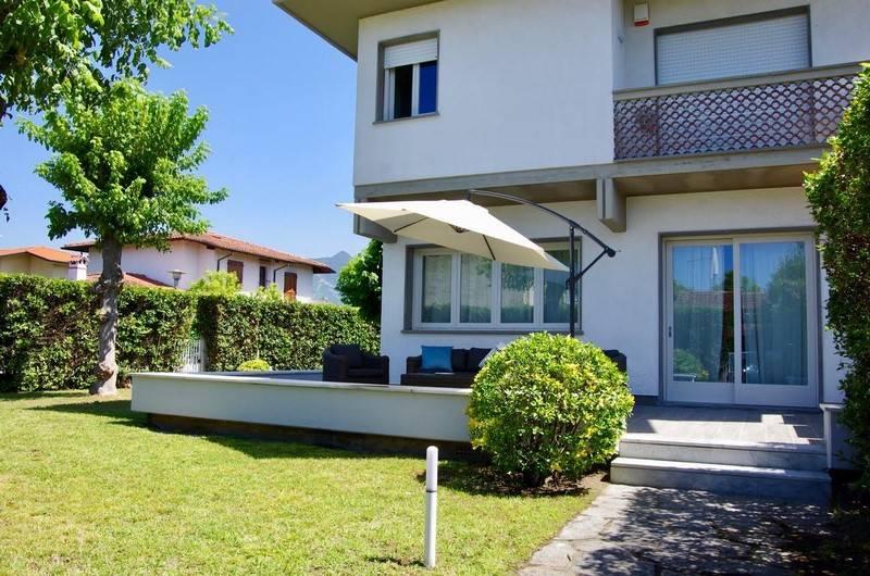 Villa bifamiliare a FORTE DEI MARMI