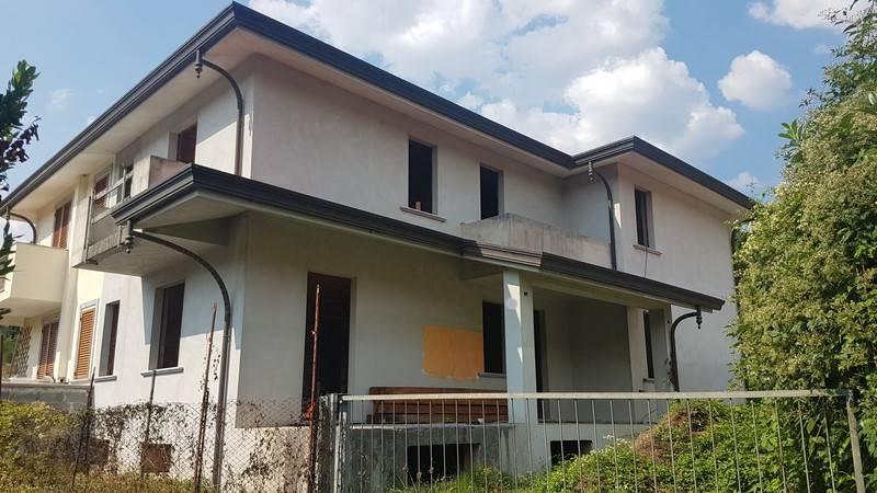 Villa a schiera, Camaiore, in nuova costruzione
