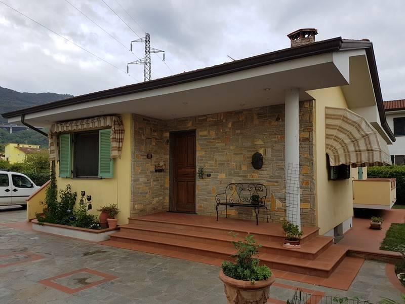 Villa, Massarosa, in ottime condizioni