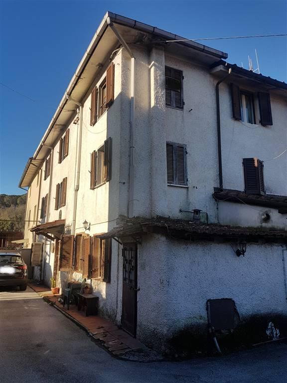 Casa semi indipendente, Camaiore, da ristrutturare