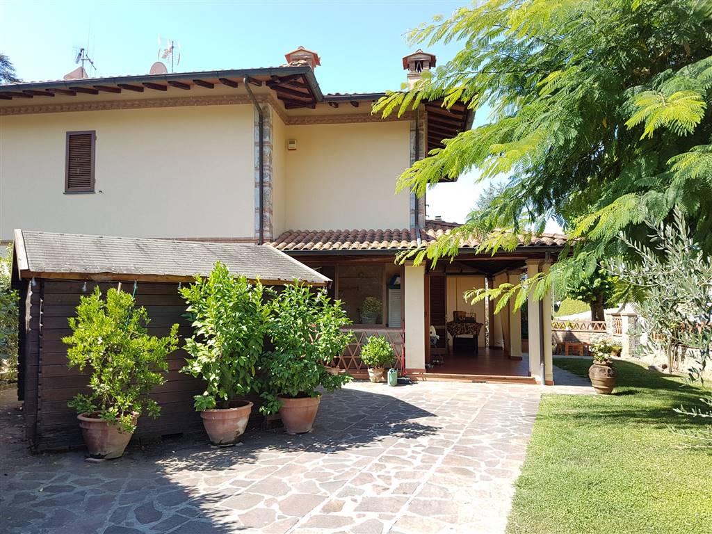 Villa a schiera, Camaiore