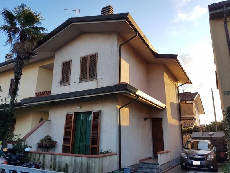 Villa a schieraaCAMAIORE