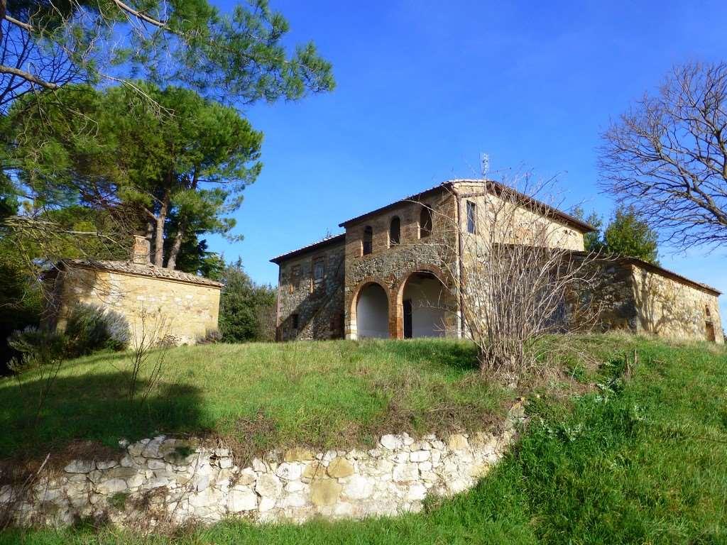 Rustici casali a torrita di siena in vendita e affitto - Ristrutturare casale in pietra ...