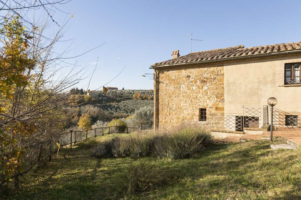 Rustico casale in vendita a trequanda zona castelmuzio siena rif