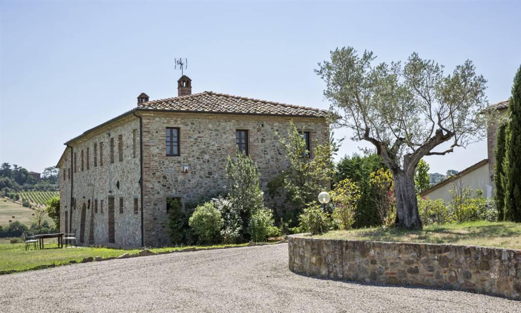stone villa with infitinity pool in Tuscany