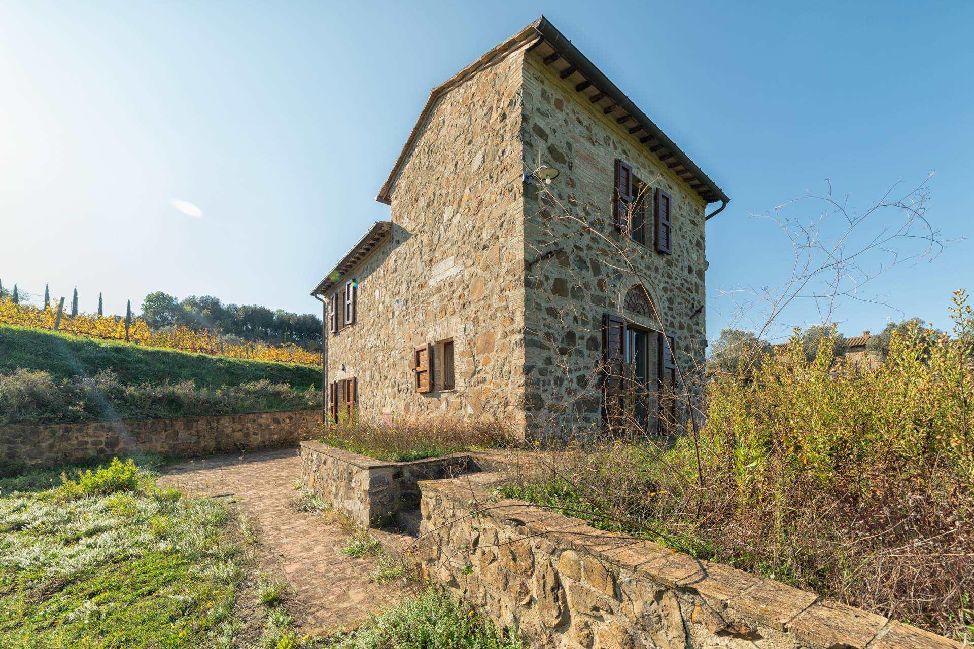 Esterno Montalcino vendita casale ristrutturato