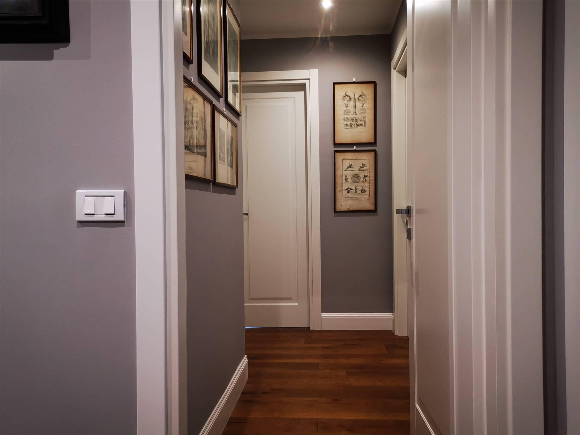 Dismpegno Hallway