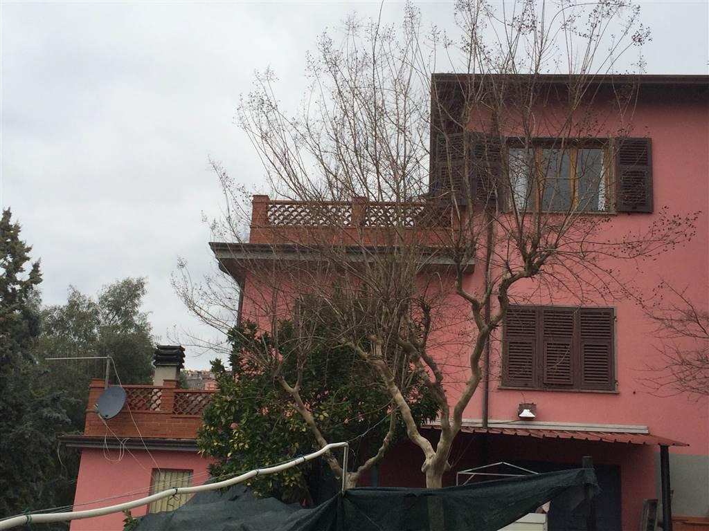 Soluzione Indipendente in vendita a Bolano, 12 locali, zona Zona: Ceparana, prezzo € 665.000 | CambioCasa.it