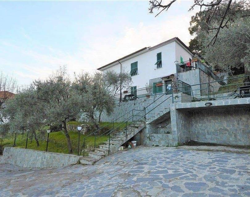 Villa, La Foce, La Spezia, seminuova