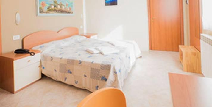 Albergo in vendita a Carro, 10 locali, zona Località: FRAZIONI: CASTELLO, prezzo € 400.000 | CambioCasa.it