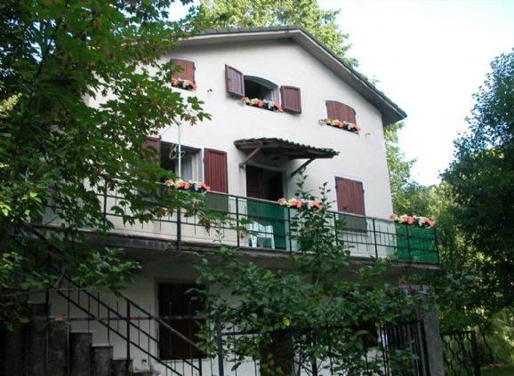 Villa Bifamiliare in vendita a Zeri, 10 locali, zona Località: COLORETTA, prezzo € 90.000 | PortaleAgenzieImmobiliari.it