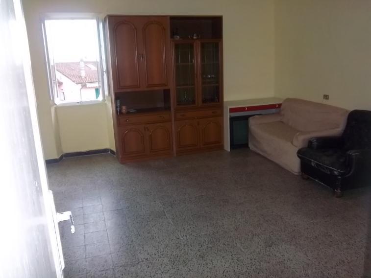 Appartamento in vendita a Follo, 4 locali, zona Zona: Piana Battolla, prezzo € 75.000 | CambioCasa.it
