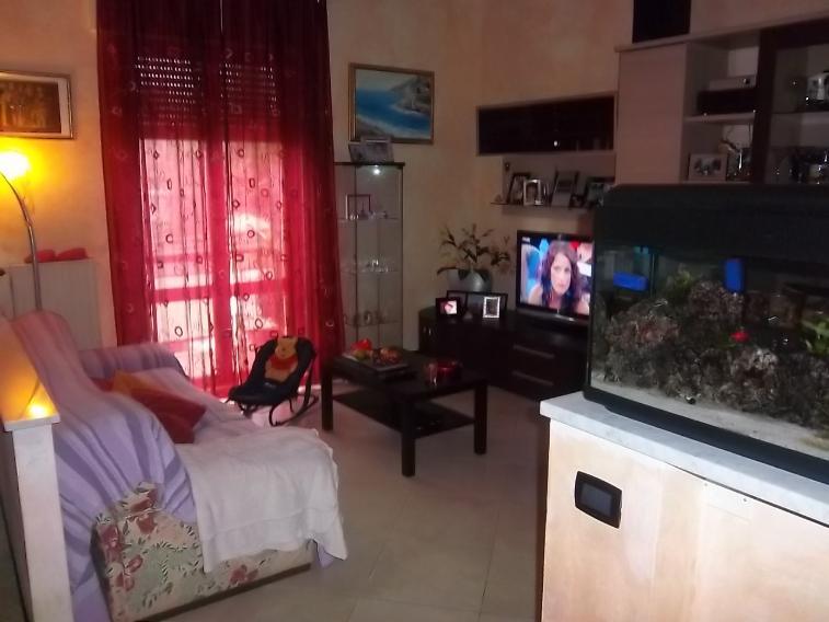 Appartamento in vendita a Follo, 4 locali, zona Zona: Piano di Follo, prezzo € 128.000 | CambioCasa.it