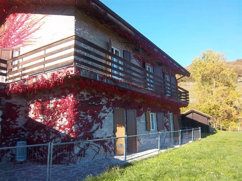 Soluzione Indipendente in vendita a Carro, 12 locali, zona Località: FRAZIONI: CASTELLO, Trattative riservate | CambioCasa.it