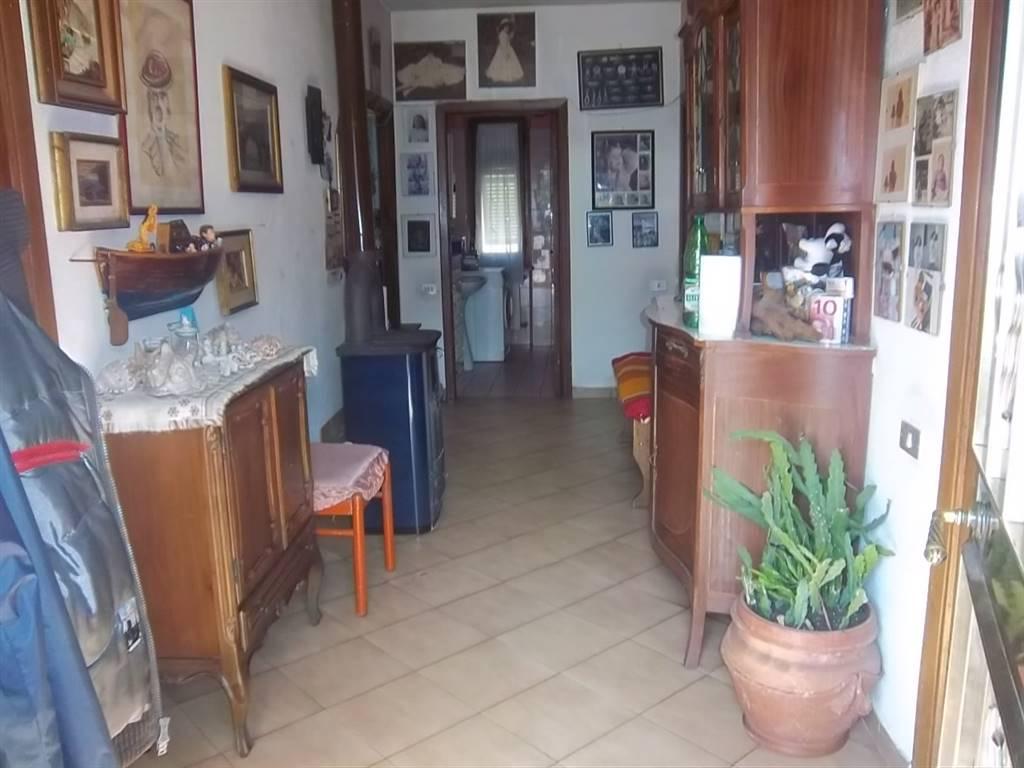 Soluzione Indipendente in vendita a Follo, 7 locali, zona Zona: Valdurasca, prezzo € 170.000   CambioCasa.it