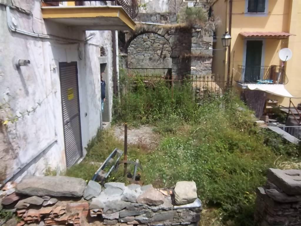Casa semi indipendente, Biassa, La Spezia, da ristrutturare