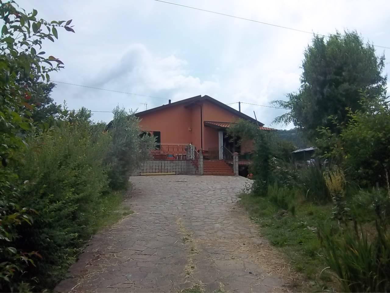 Soluzione Indipendente in vendita a Beverino, 7 locali, zona ara, prezzo € 250.000 | PortaleAgenzieImmobiliari.it