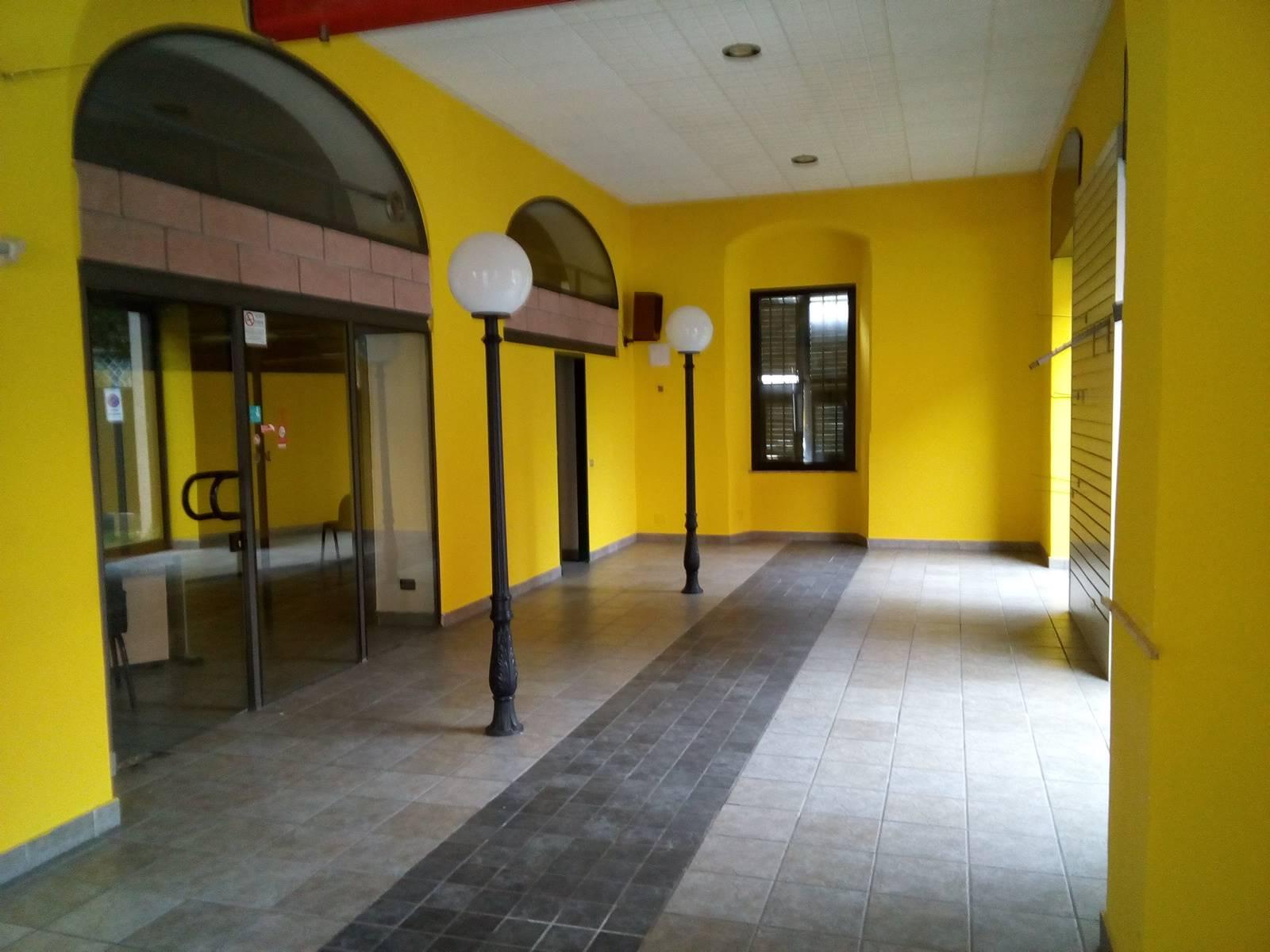 Immobile Commerciale in affitto a La Spezia, 2 locali, zona Zona: Mazzetta, prezzo € 1.600   CambioCasa.it