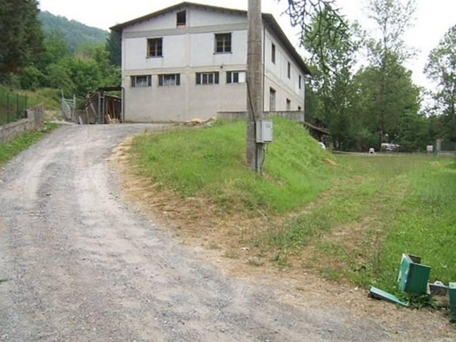 Capannone in vendita a Fivizzano, 9999 locali, prezzo € 200.000 | CambioCasa.it