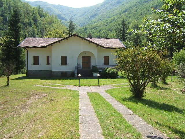 Villa in vendita a Licciana Nardi, 8 locali, prezzo € 400.000   PortaleAgenzieImmobiliari.it