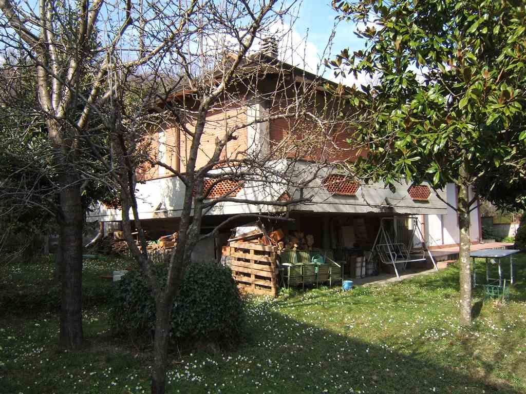 Soluzione Indipendente in vendita a Comano, 5 locali, prezzo € 110.000 | CambioCasa.it