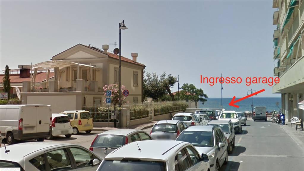 Box / Garage in vendita a Follonica, 1 locali, zona Località: CENTRO, prezzo € 90.000   CambioCasa.it