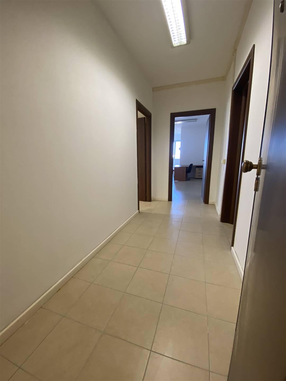 Ufficio / Studio in affitto a Follonica, 3 locali, zona Località: ZONA INDUSTRIALE, prezzo € 450 | CambioCasa.it
