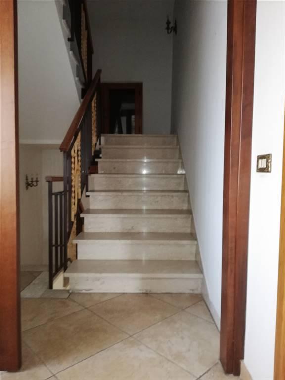 CHIESANUOVA, PRATO, Du solau toit des vendre de 88 Mq, Habitable, Classe Énergétique: G, composé par: 2 Locals, Cuisine indépendante, 1 Chambre, 1