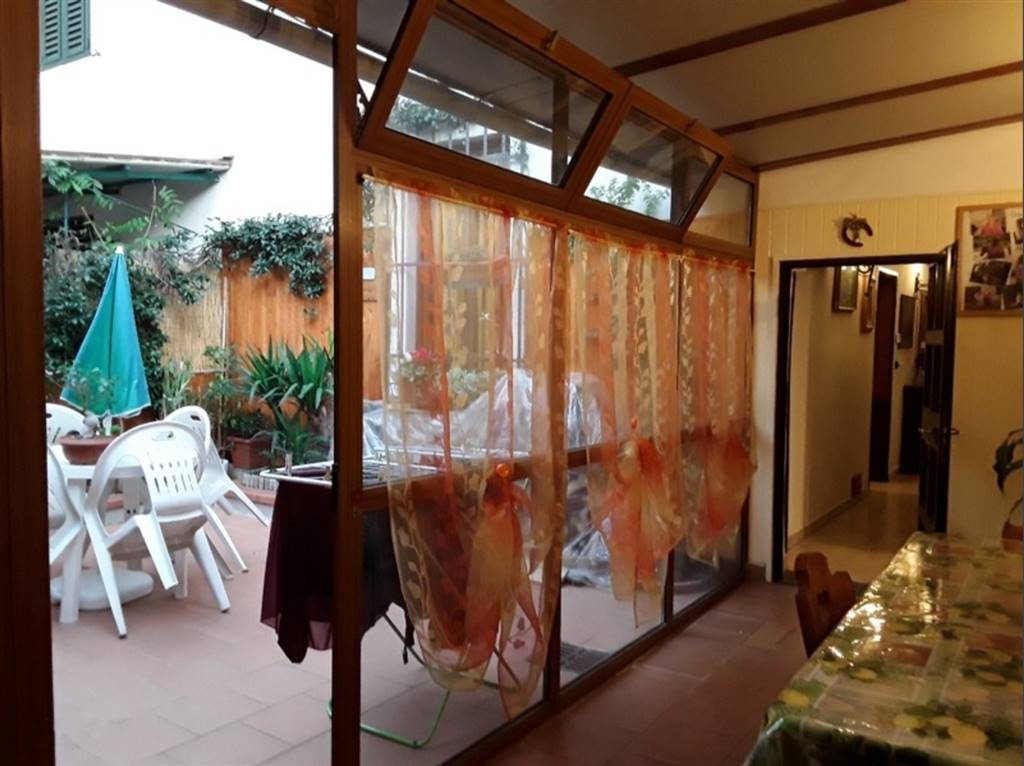 SACROCUORE, PRATO, terraced house for sale of 140 Sq. mt., Restored, Heating Individual heating system, composed by: 5 Rooms, Separate kitchen, , 3