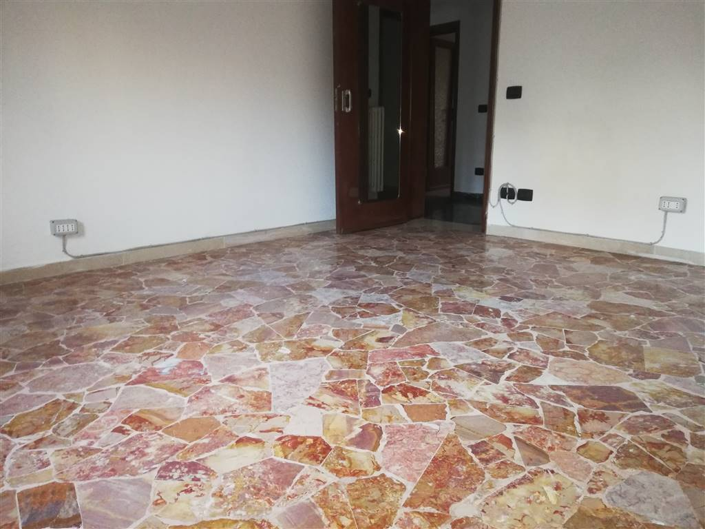 SACROCUORE, PRATO, Apartment for sale of 100 Sq. mt., Good condition, Heating Individual heating system, placed at Ground, composed by: 4 Rooms,