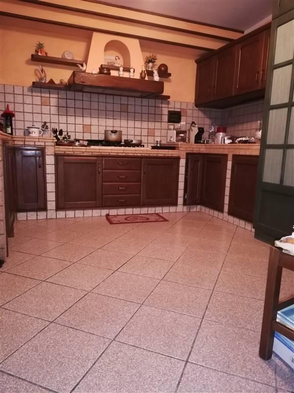 CHIESANUOVA, PRATO, Terratetto in vendita di 110 Mq, Ristrutturato, Riscaldamento Autonomo, Classe energetica: G, composto da: 5 Vani, Cucina