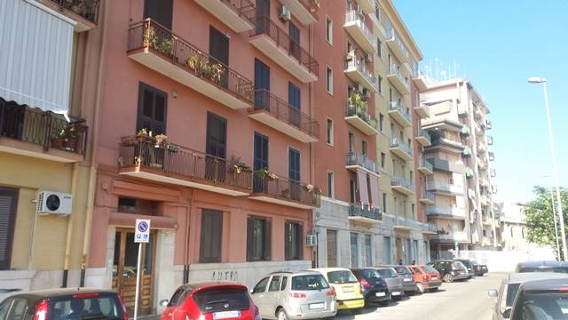 Appartamento in vendita a Bari, 4 locali, zona Zona: Madonnella, prezzo € 139.000 | CambioCasa.it