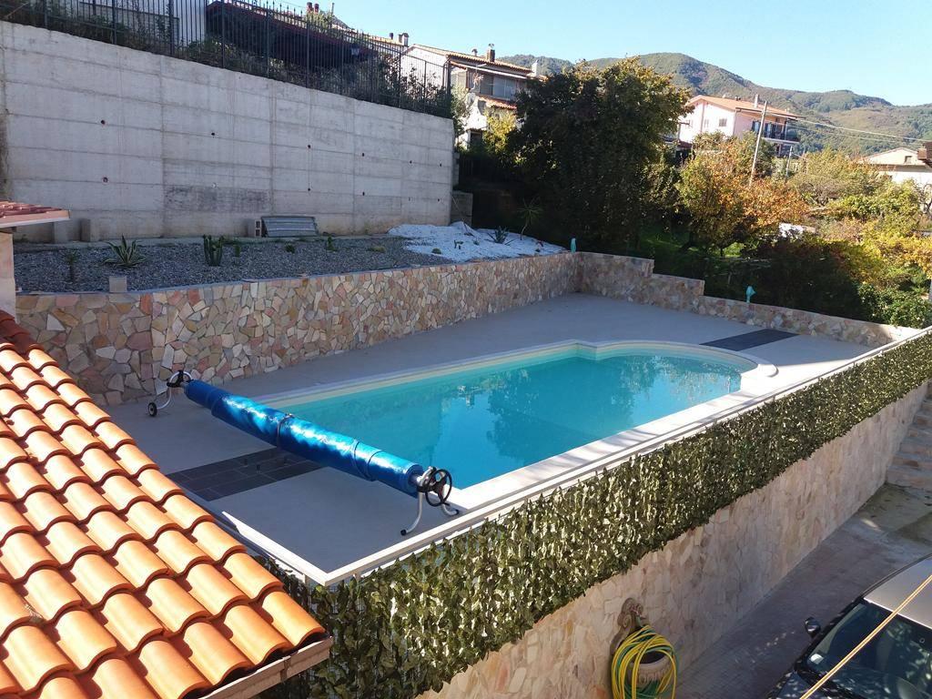 Villa in vendita a Cerisano, 9 locali, prezzo € 350.000 | CambioCasa.it