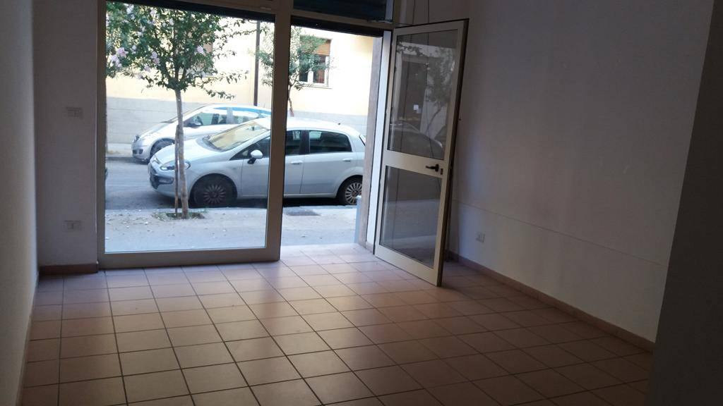 Negozio / Locale in vendita a Cosenza, 1 locali, zona Roma, prezzo € 32.000 | PortaleAgenzieImmobiliari.it