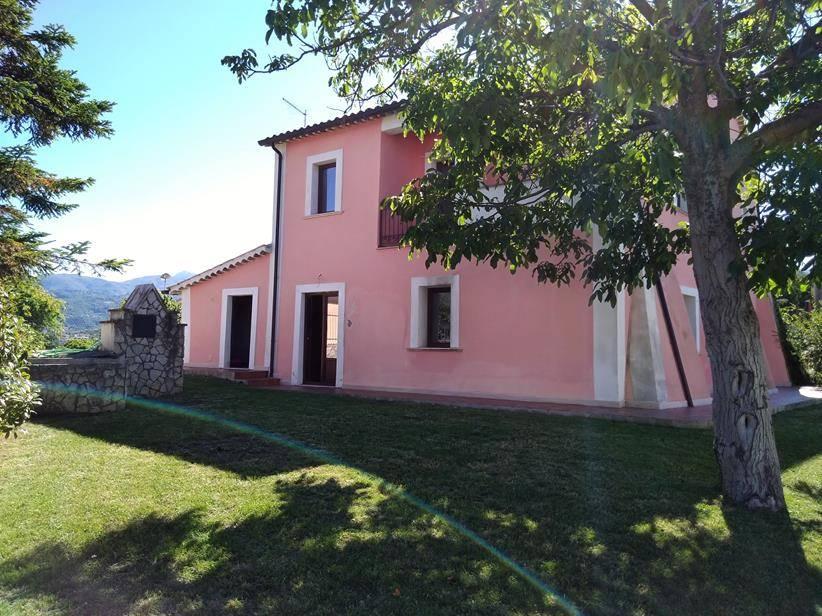 Rustico / Casale in affitto a Mendicino, 4 locali, zona Zona: Di Pasquali, prezzo € 800 | CambioCasa.it
